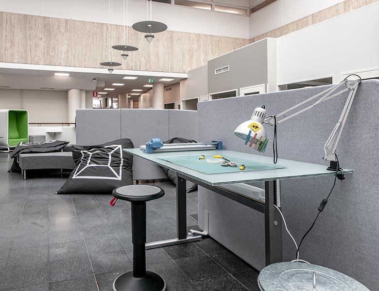 Leikkauspöytä Dooroomin salissa
